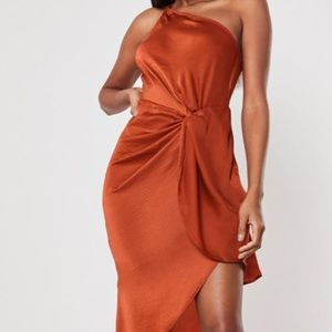 BRAND NEW Missguided One Shoulder Twist Drape